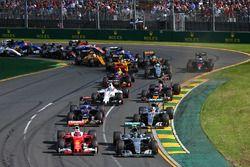 Кими Райкконен, Ferrari SF16-H и Нико Росберг, Mercedes AMG F1 Team W07
