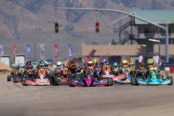Manuel Sulaiman leads Rotax Junior y el grupo detrás de él