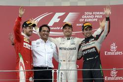 Podium : Sebastian Vettel, Ferrari, deuxième; Nico Rosberg, Mercedes AMG F1, vainqueur; Sergio Pérez, Sahara Force India F1, troisième