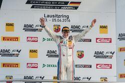 Podio: Sieger Fabio Scherer, Jenzer Motorsport