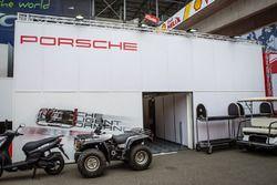 Porsche Motorsport zona de Paddock