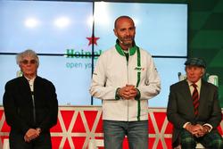 Bernie Ecclestone; Gianluca di Tondo, Marketingchef Heineken; Jackie Stewart