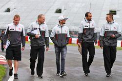 Romain Grosjean, Haas F1 Team lors de la reconnaissance du circuit avec l'équipe