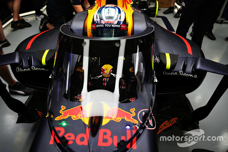 Daniel Ricciardo, Red Bull Racing RB12, mit Cockpitschutz