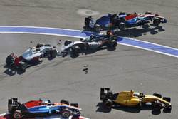 Marcus Ericsson, Sauber C35, Rio Haryanto, Manor Racing MRT05, Esteban Gutierrez, Haas F1 Team VF-16 et Nico Hulkenberg, Sahara Force India F1 VJM09