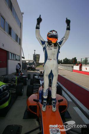 Il vincitore di Gara 1 Mauricio Baiz, Mucke Motorsport