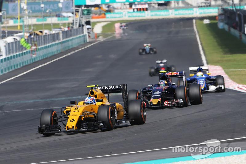 Os freios também são utilizados em dose média. Os pontos mais críticos são nas curvas 1 e 15, que são lentas e que estão situadas ao fim de longas retas.