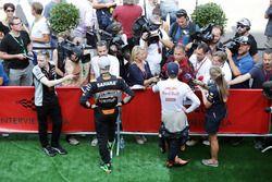 Нико Хюлькенберг, Sahara Force India F1 и Макс Ферстаппен, Red Bull Racing со СМИ
