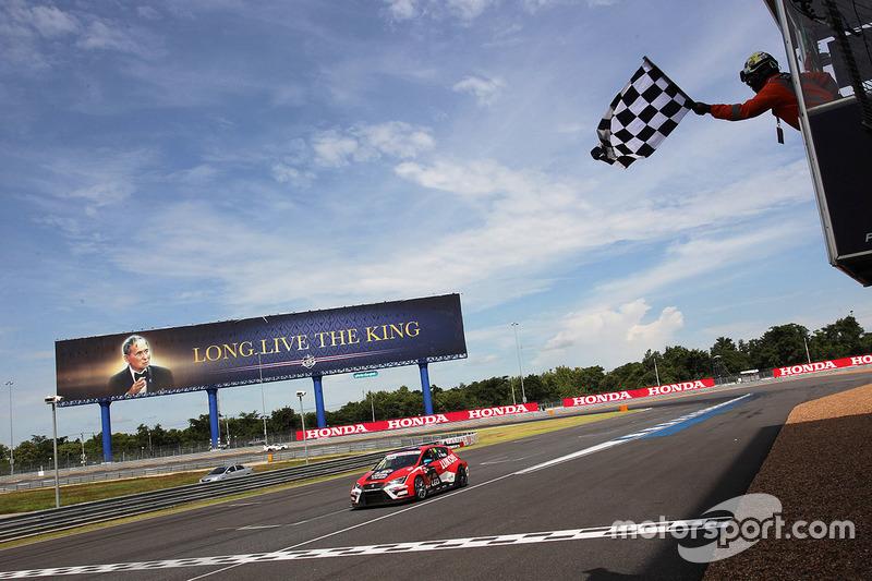 Yarış galibi James Nash, Team Craft-Bamboo, SEAT León TCR