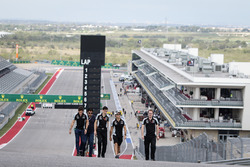 (L naar R): Alfonso Celis Jr, ontwikkelingscoureur Sahara Force India F1; Tim Wright, Sahara Force I