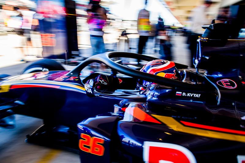 2016 год. В боксах Toro Rosso по ходу пятничных тренировок