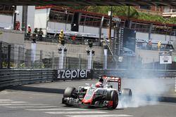 Romain Grosjean, Haas F1 Team VF-16 lastiklerini kitliyor