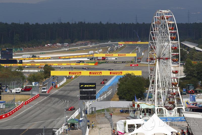 Acción del inicio, Sebastian Vettel, Ferrari SF71H, por delante de Valtteri Bottas, Mercedes AMG F1 W09, Kimi Raikkonen, Ferrari SF71H, Max Verstappen, Red Bull Racing RB14