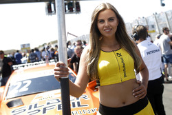 Grid girl voor Lucas Auer, Mercedes-AMG Team HWA