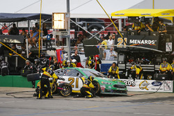 Paul Menard, Wood Brothers Racing, Ford Fusion Menards / Quaker State pit stop
