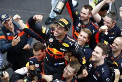 Race winner Daniel Ricciardo, Red Bull Racing, celebrates with the team