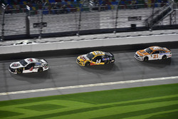 Kevin Harvick, Stewart-Haas Racing Ford Fusion, Clint Bowyer, Stewart-Haas Racing Ford Fusion