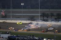 Crash: Kurt Busch, Stewart-Haas Racing Ford, Ricky Stenhouse Jr., Roush Fenway Racing Ford, Brendan Gaughan, Beard Motorsports Chevrolet