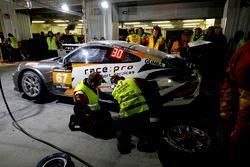 Pit stop, #67 race:pro motorsport Porsche 991-II Cup: James Thorpe, Sean Mc Inerney, Phil Quaife, Claudio Cappelli