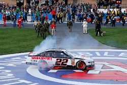Race winner Joey Logano, Team Penske, Ford Mustang Discount Tire