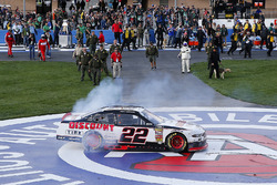 Race winner Joey Logano, Team Penske, Ford Mustang Discount Tire
