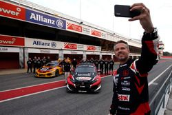 Tiago Monteiro, Boutsen Ginion Racing Honda Civic Type R TCR with the team