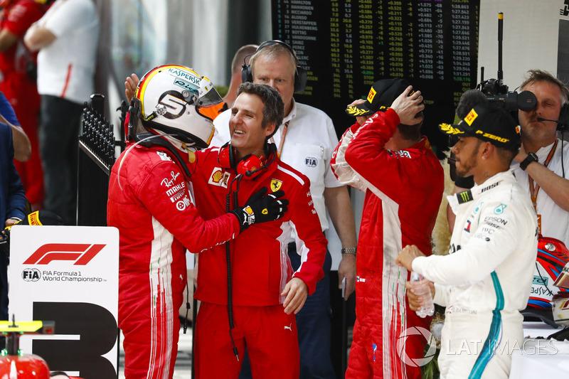 Sebastian Vettel, Ferrari, con Iñaki Rueda, estratega de Ferrari