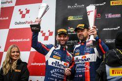 Podio: segundo lugar #99 Beechdean AMR Aston Martin V12 Vantage GT3: Andrew Howard, Darren Turner