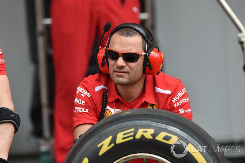 Mekanik Ferrari dan ban Pirelli
