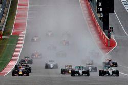 Nico Rosberg, Mercedes F1 W06 Hybrid, y Lewis Hamilton, Mercedes F1 W06 Hybrid, batalla por el lider
