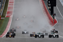 Nico Rosberg, Mercedes F1 W06 Hybrid, and Lewis Hamilton, Mercedes F1 W06 Hybrid, battle for the lead ahead of Daniel Ricciardo, Red Bull Racing RB11, Daniil Kvyat, Red Bull Racing RB11, Sergio Perez, Force India VJM08 and the rest of the field at the start