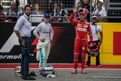 Valtteri Bottas, Mercedes AMG F1 and Sebastian Vettel, Ferrari Celebrate in Parc ferme