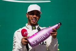 Race winner Lewis Hamilton, Mercedes AMG F1, celebrates victory on the podium with a pink Champagne