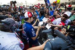 Sergio Perez, Force India, firma autografi ai fan