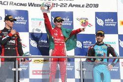 Podio Gara 3: il secondo classificato Leonardo Lorandi, Bhaitech, il vincitore della gara Enzo Fittipaldi, Prema Theodore Racing, il terzo classificato Javier Gonzalez (Jenzer Motorsport