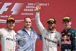 Podium: tweede plaats Nico Rosberg, Mercedes AMG F1, John Owen, Mercedes AMG F1 Chief Designer, Lewis Hamilton, Mercedes AMG F1, Max Verstappen, Red Bull Racing