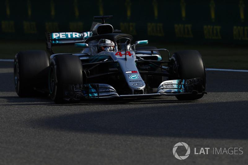 42 коло. Хемілтон по радіо піддає критиці шинну стратегію Mercedes