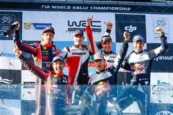 Podium : les vainqueurs Elfyn Evans, Daniel Barritt, Ford Fiesta WRC, M-Sport, les deuxièmes Thierry Neuville, Nicolas Gilsoul, Hyundai i20 WRC, Hyundai Motorsport, les troisièmes Sébastien Ogier, Julien Ingrassia, Ford Fiesta WRC, M-Sport