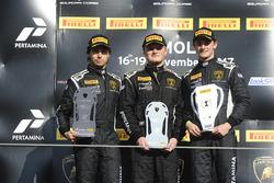 Podium NA-Pro-AM : le vainquuer Austin Versteeg, Change Racing, les deuxièmes, Edoardo Piscopo, Taylor Proto, US RaceTronics