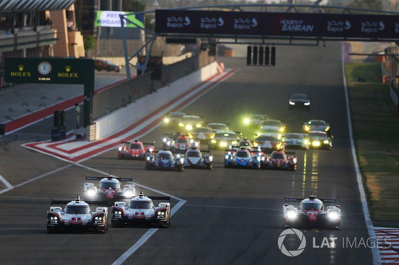 Start, #1 Porsche Team Porsche 919 Hybrid: Neel Jani, Andre Lotterer, Nick Tandy leads