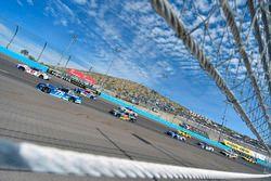 Мартин Труэкс-мл., Furniture Row Racing Toyota и Эй-Джей Алмендингер, JTG Daugherty Racing Chevrolet
