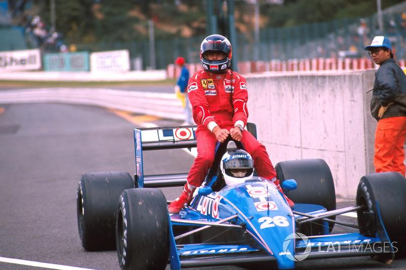 Suzuka 1988 : Stefan Johansson (Ligier) carica Gerhard Berger (Ferrari)