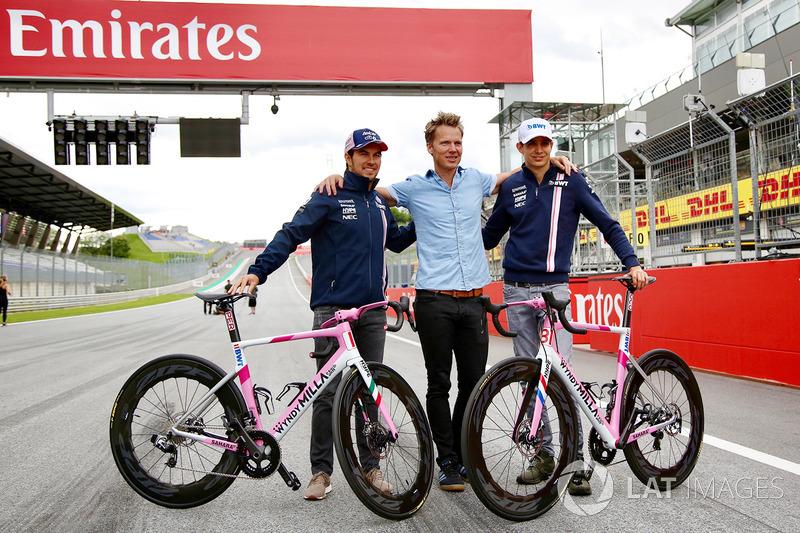 Sergio Pérez, Force India y Esteban Ocon, Force India F1 con bicicletas Wyndy Milla