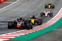 Kevin Magnussen, Haas F1 Team VF-18,leads Nico Hulkenberg, Renault Sport F1 Team R.S. 18, Esteban Ocon, Force India VJM11, Carlos Sainz Jr., Renault Sport F1 Team R.S. 18