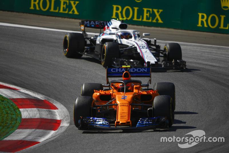 Stoffel Vandoorne, McLaren MCL33, Sergey Sirotkin, Williams FW41
