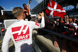 Kevin Magnussen, Haas F1 Team, is congratulated by fans