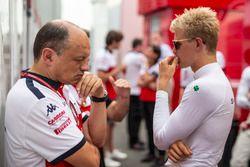 Frederic Vasseur, Director del equipo Sauber y Marcus Ericsson Sauber