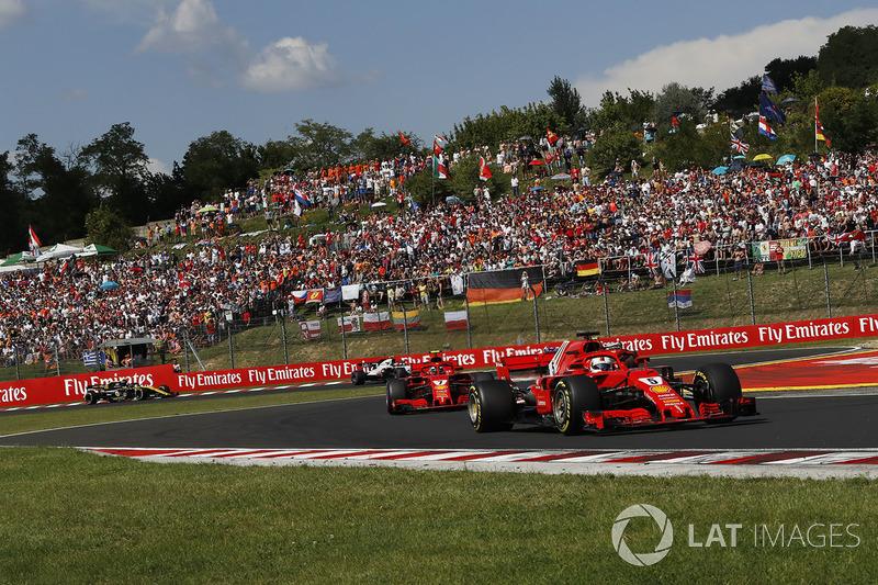 Sebastian Vettel, Ferrari SF71H precede Kimi Raikkonen, Ferrari SF71H