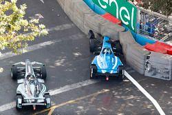 Nelson Piquet Jr., Jaguar Racing passes Nicolas Prost, Renault e.Dams