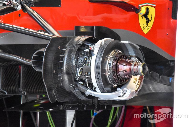 Un frein avant et un moyeu de Ferrari SF71H